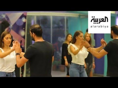 العرب اليوم - شاهد: شاب أردني يعمل خبّازًا في الصباح وراقصًا في المساء