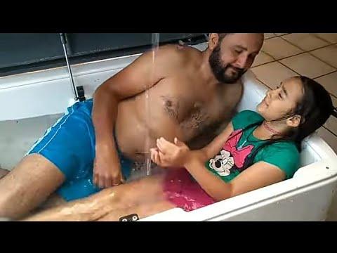思春期で身体つきが変わってきたJSと一緒にお風呂に入るのがやめられない!