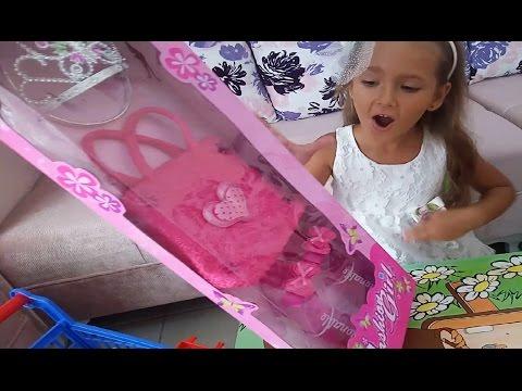 Elife yeni Prenses tacı çantası ve terliği.bahçe gezmesi oyunu  Eğlenceli çocuk videosu