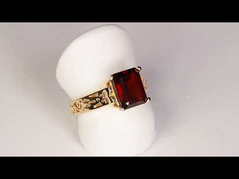 Estate Red Garnet Ring in 14kt. Gold