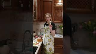 салат из свежих овощей, маринованых грибов и сыра