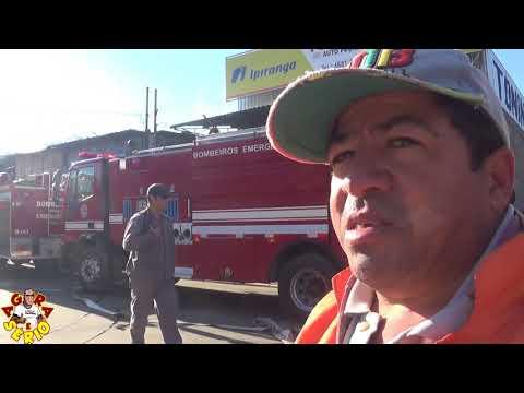 Caminhão Pipa a Serviço da Prefeitura de Juquitiba tentou ajudar conter o incêndio na Loja de Auto Peças