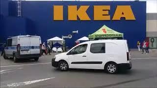 Religijni fanatycy sieją nienawiść pod sklepem IKEA.