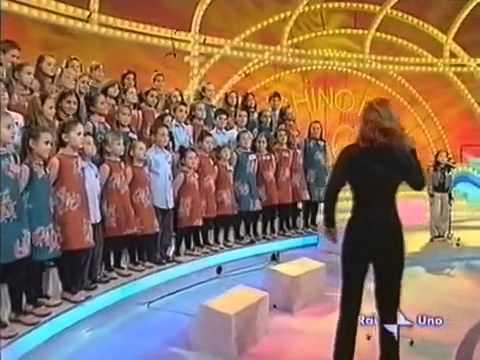 """Cô bé Việt hát bài """"Chú ếch con"""" trên truyền hình Italy ...Thật tuyệt vời và Thánh nào cho em Sub với"""