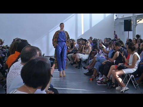 Imane Ayassi met en valeur le tissu africain