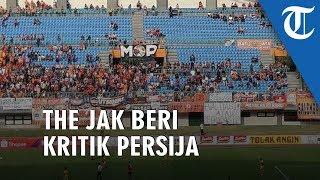 Spanduk Kritikan The Jakmania ke Pemain dan Manajemen Persija Jakarta Bertebaran di Stadion Patriot