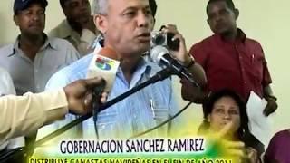 preview picture of video 'Gobernador Jose de la Cruz Chepe Entrega Canastas de Navidad en Cotui'