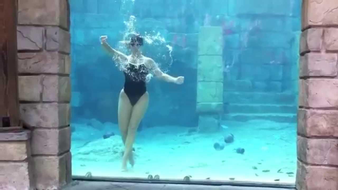 Bellissima performance di una Donna-Sirena