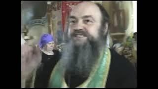 Священник  высказывает против сатанинской системы, бес рвёт и мечет
