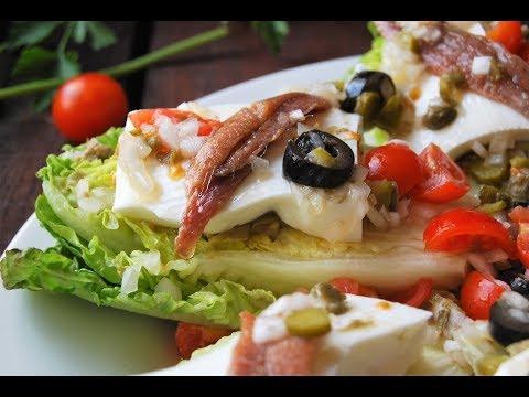 Cogollos con anchoas, queso y vinagreta de encurtidos