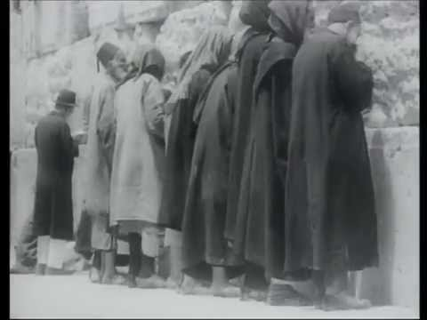 תיעוד מרגש של תפילה בכותל בשנת 1934