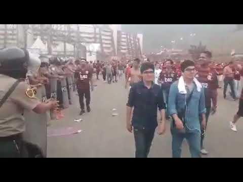 Torcida do Flamengo dá show de civilidade e educação em Lima