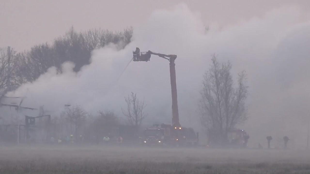 #5 p1 WONINGBRAND Brandwijk Brandweer schaalt op naar GROTE BRAND