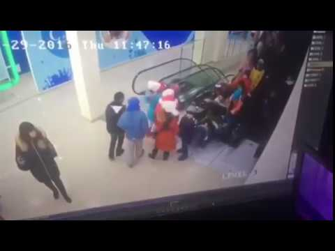 В Ставрополе затянуло школьников под эскалатор