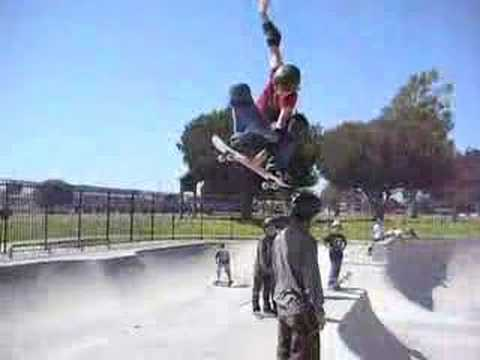14yr old skater Abby Zace Zsarnay airs 6ft man