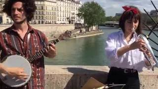 Tampa Red & Georgia Tom, It's tight like that (cover) - busking in the streets of Paris, France