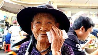 Rớt nước mắt khi gặp cụ bà 89 tuôi quê phú yên bán vé số mưu sinh ở Sài Gòn | saigon travel Guide