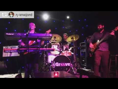 Billy performing with Ryan Jordan live at Groove in NYC
