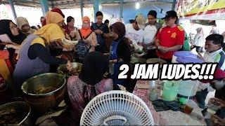 Download Video JUALAN CUMA 2 JAM SETIAP HARI, RAME BANGET YANG ANTRI!! MP3 3GP MP4