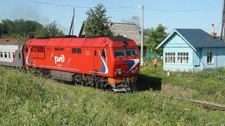 ТЭП70БС 052 и переезд с ручными шлагбаумами. Перегон Бавлены - Юрьев-Польский Северной жд.