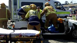 preview picture of video 'Car Crash Extrication - Honda Civic, Full Throttle Manukau, 23 Oct 2010'