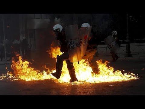 Επεισόδια, τραυματισμοί και συλλήψεις στο κέντρο της Αθήνας…