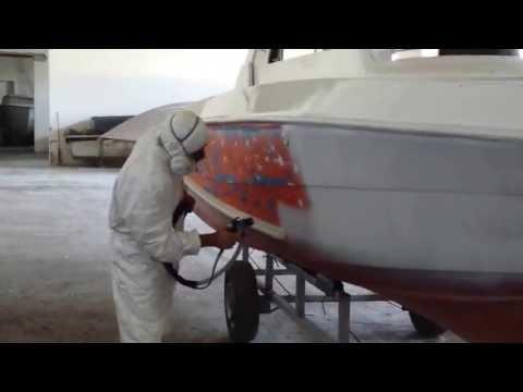 Verniciatura barca con sistema HVLP Volumix a preatomizzazione idraulica.
