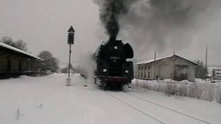 preview picture of video 'Schnellzug-Dampflok 01 1533-7 im Bahnhof Wilthen'