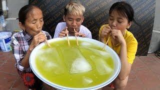 Hưng Troll   Làm Bát Nước Mía Khổng Lồ Thử Thách Mẹ Bà Tân Vlog Uống Hết