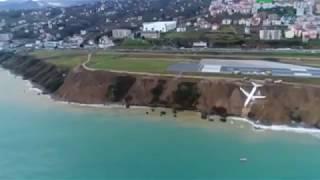Пассажирский самолет 14.01.18 съехал в море в Турции Boeing выкатился при посадке за пределы полосы