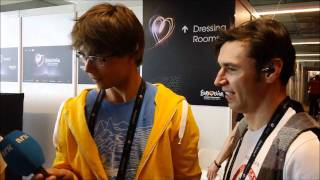 Alexander Rybak interviewing Zdob si Zdub @ Eurovision 2011
