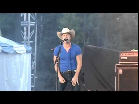 Dustin Lynch At Country USA 2015 -  She Cranks My Tractor