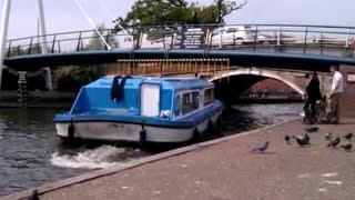 How to & How not to pass Wroxham bridge.