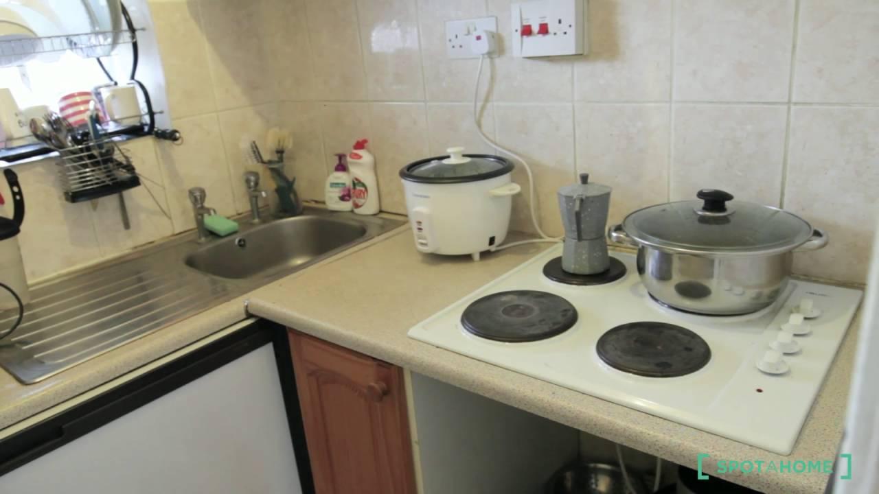 Beds to rent in a 4-bedroom flatshare in Kilburn