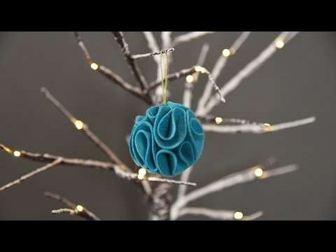 Turn a 2D die-cut into a 3D Christmas decoration
