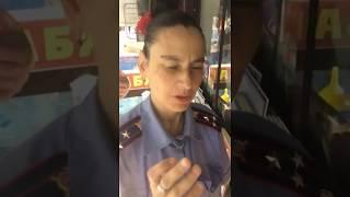 Пьяная женщина в погонах полковника полиции Ростов