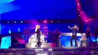 Garth Brooks Trisha Yearwood In Another's Eyes Yankee Stadium 7-9-16