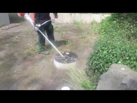 Unkraut entfernen - Motorsense und Wildkrautbürste