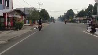 preview picture of video 'Naik Becak di Kuala Kapuas'