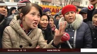 Толпа недовольных пассажиров заблокировала один из проспектов Алматы