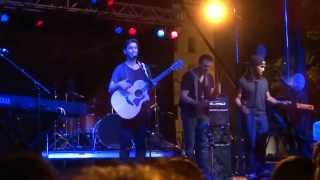 "Andy Grammer sings ""Holding Out"" June 6, 2014"