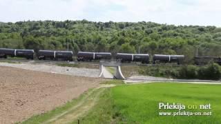 Tovorni vlak pelje nad podvozom na Sp. Kamenščaku