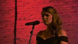 Sanne Mallant sings Papa can you hear me Yentl