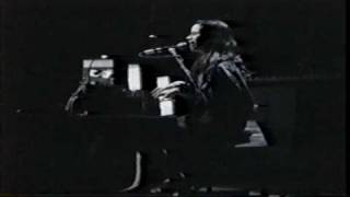 10,000 Maniacs - A Campfire Song (Joke) (1989) New Haven, CT