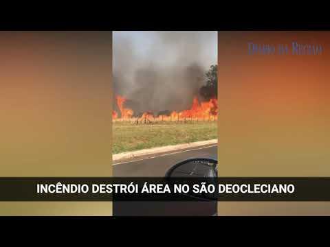 Carro do Corpo de Bombeiros contém fogo em mato no São Deocleciano
