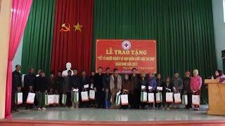 Đồng chí Tòng Thị Phóng chúc Tết, tặng quà tại tỉnh Bắc Giang