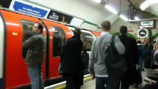 preview picture of video 'Tottenham Court Road Station - A Moment In Time.'