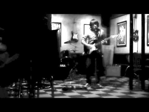 Champagne for Radio - Close Your Eyes - Live @ The Hop Shop