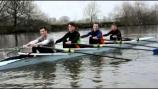 preview picture of video 'Entrainement au démarrage de course d'aviron à Redon'