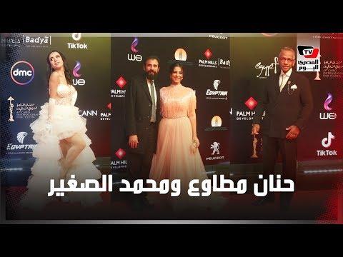 حنان مطاوع وزوجها على السجادة الحمراء بختام مهرجان القاهرة